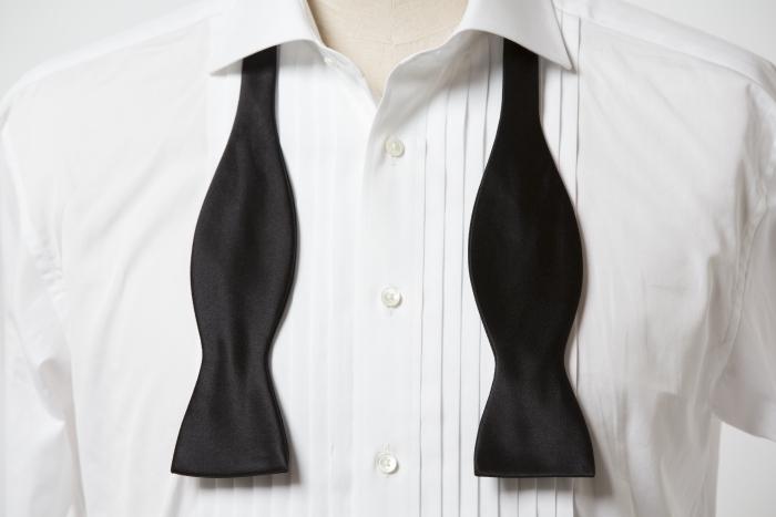新郎が着用するオーダーメイドのシャツ