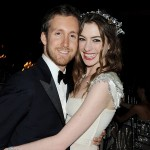 この画像はオーダーメイドタキシードのTHE GENTSの海外セレブリティのウェディング記事に使われているANN HATHAWAYの結婚式の写真です。