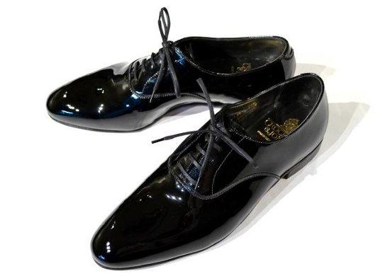 出典: 【保存版】 結婚式で男性が履くべき靴を選ぶ ,ホテル・式場編