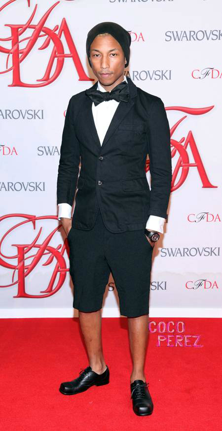 pharrell-williams-wearing-short-tuxedo-at-cfda-fashion-awards__oPt
