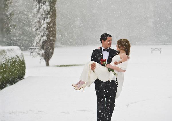 真冬の雪の結婚式