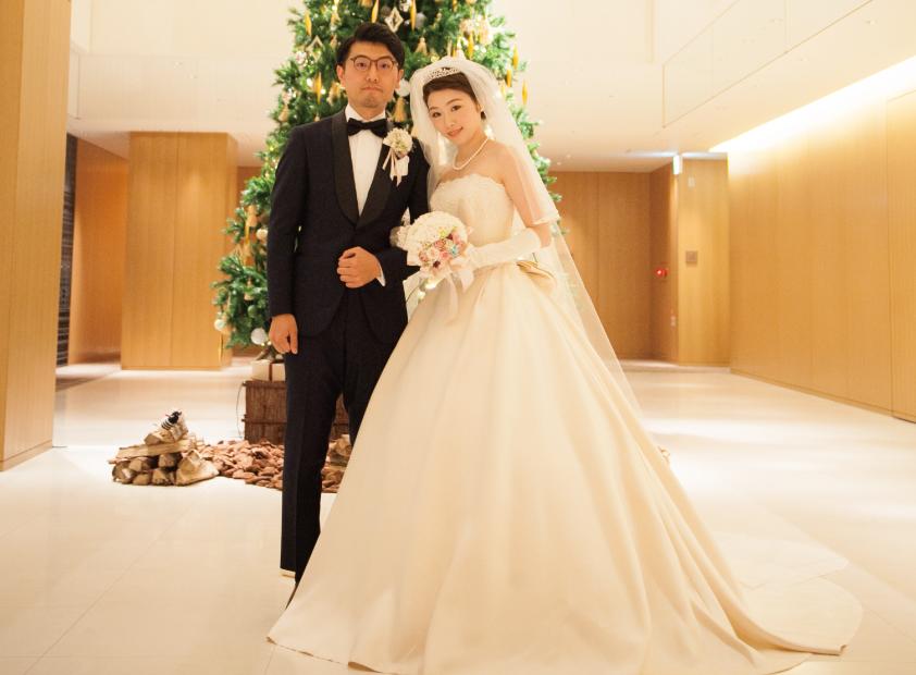 オーダータキシードを着た新郎の結婚式