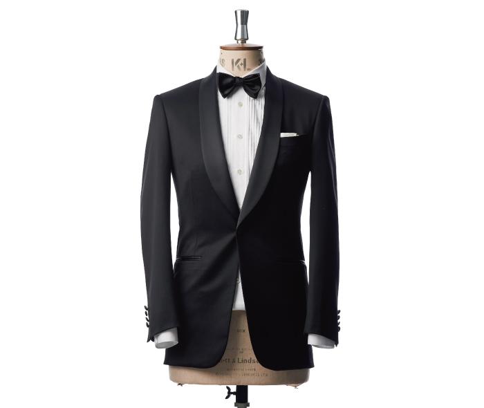 結婚式のフォーマルスタイルに合う黒のブラックタキシードのトルソー