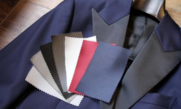 タキシードのラペル襟の色バリエーション